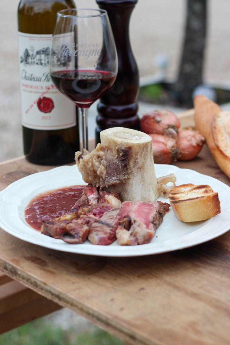 Entrecote met mergpijpjes en rode wijnsaus